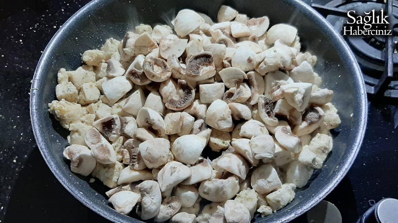 kori-soslu-mantarli-tavuk-detay-2.jpg